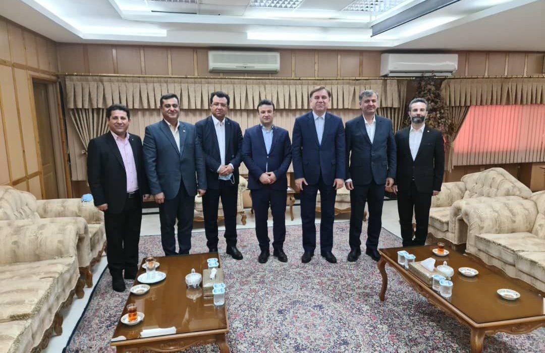 نشست مشترک ریاست کانون وکلاى دادگسترى استان بوشهر با ریاست و اعضاء هیئت مدیره کانون وکلاى دادگسترى استان گیلان و استاندار گیلان